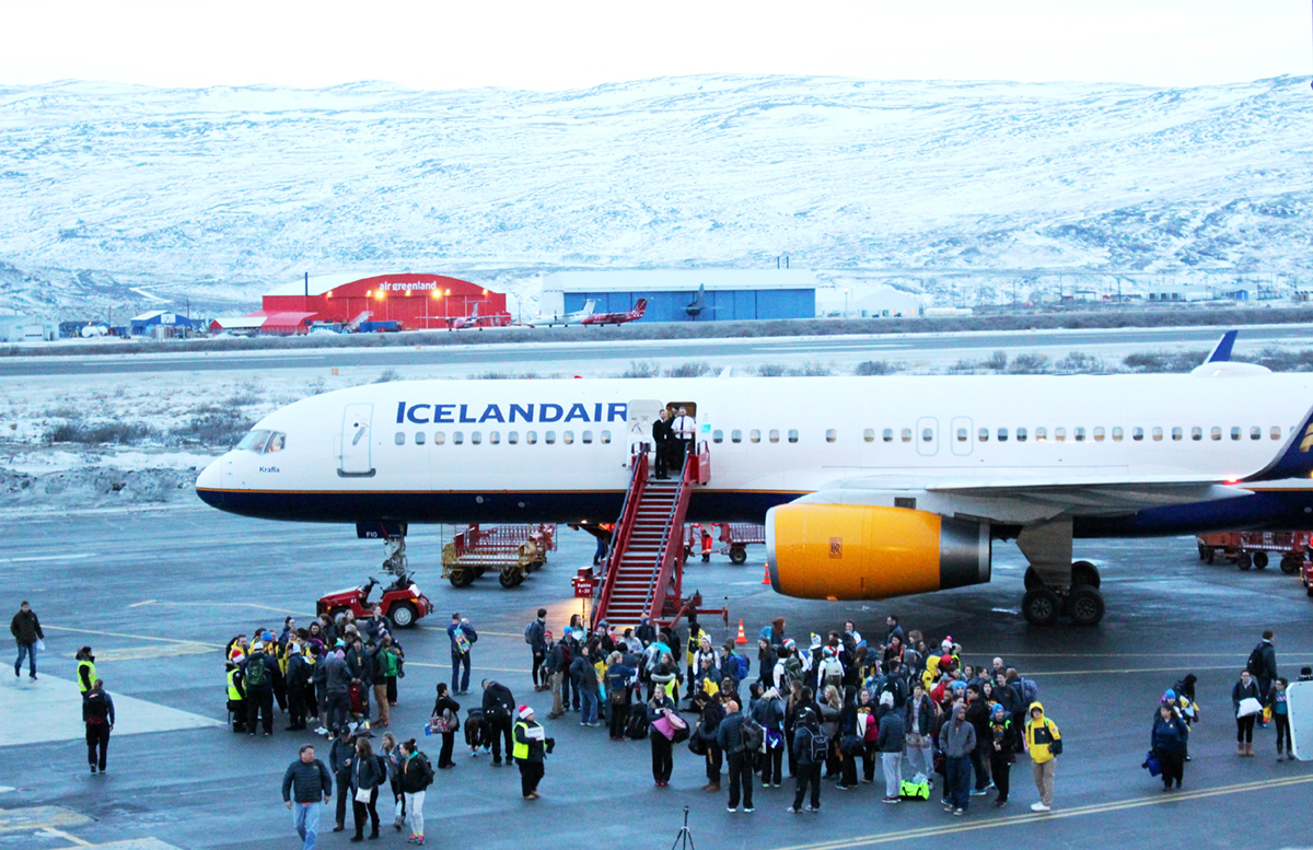 Participants-for-AWG2016-in-Kangerlussuaq-Airport-red