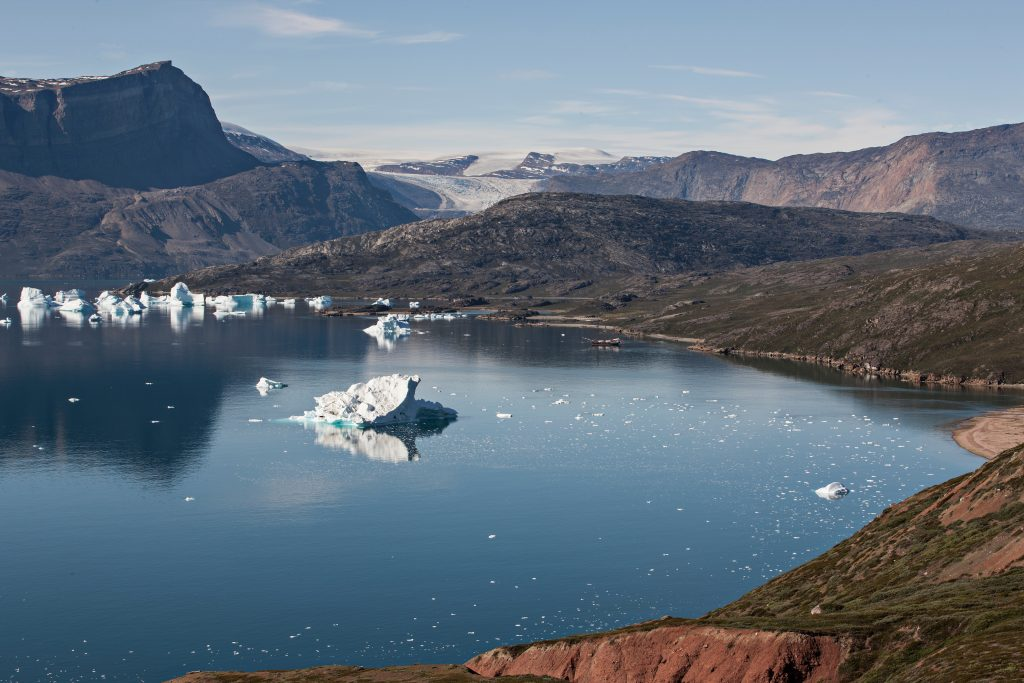 Small icebergs in the Kangertittivaq fjord
